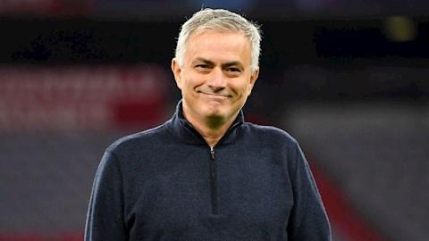 Mourinho co nhung hanh dong chong dich Covid-19