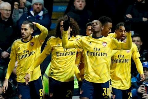 Arsenal danh bai Portsmouth 2-0