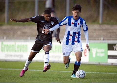 Văn Hậu bị đau trong chiến thắng đậm 9-1 của Jong Heerenveen hình ảnh