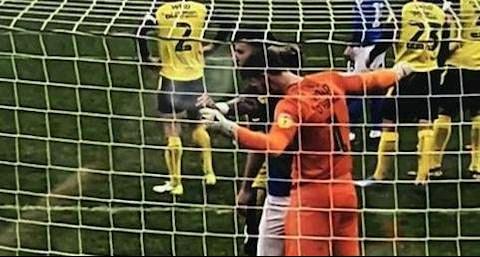 Sao MU bị phạt nặng vì… học cắn như Luis Suarez hình ảnh 2