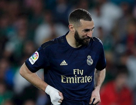 Benzema tro thanh toi do trong that bai 1-2 cua Real truoc Betis o vong 27 La Liga. Anh: Reuters.