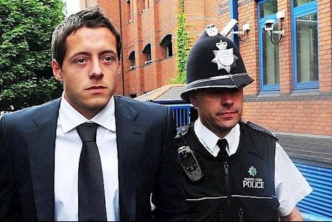 Những ngôi sao vào tù ra tội như Ronaldinho Huyền thoại Arsenal góp mặt hình ảnh 3