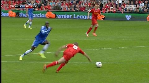 Ngày này năm xưa Tròn 6 năm cú trượt chân định mệnh của Gerrard hình ảnh 2