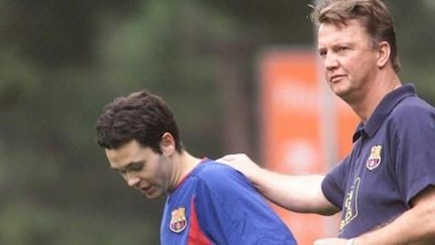 Tiền vệ Andres Iniesta hết lời cảm ơn HLV Van Gaal hình ảnh