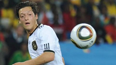 VIDEO: World Cup 2010: Khi Mesut Ozil bước ra ánh sáng