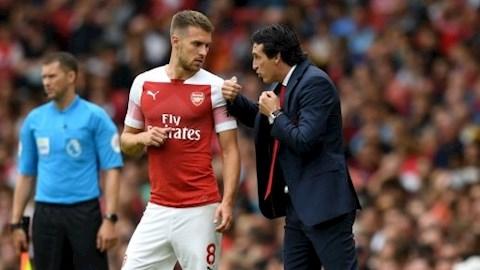 HLV Unai Emery cay cú chỉ trích BLĐ Arsenal hình ảnh