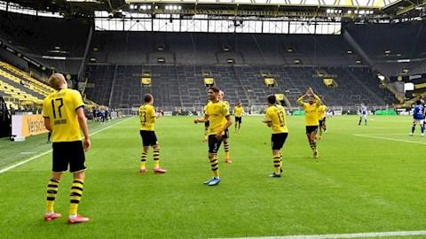 Dortmund rut ngan khoang cach voi Bayern xuong con 1 diem