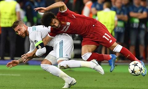 Làm Salah chấn thương nặng, Sergio Ramos vẫn được khen hình ảnh