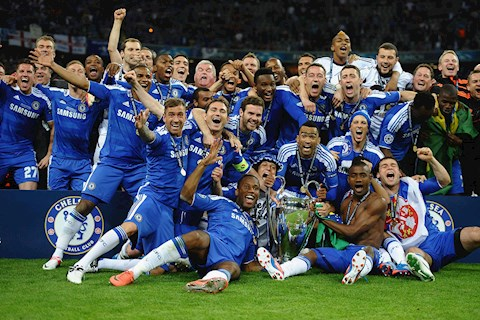 Chelsea ket thuc mua giai giong bao voi chiec cup vo dich C1