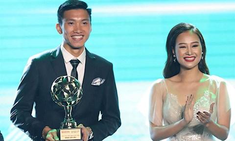Đoàn Văn Hậu khó về Việt Nam dự lễ trao giải Quả bóng vàng 2019 hình ảnh