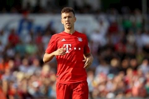 Perisic dang khoac ao Bayern theo dang cho muon