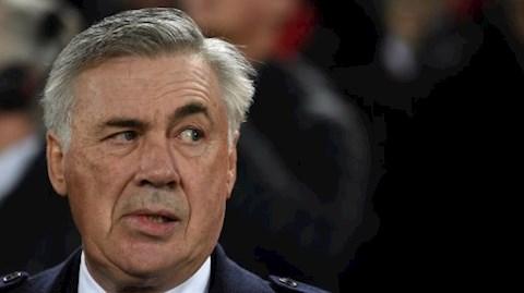 HLV Ancelotti so sanh Premier League voi Serie A