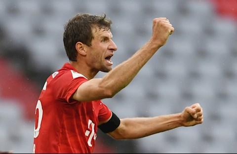 Muller nang ty so len 2-0 vao cuoi hiep 1