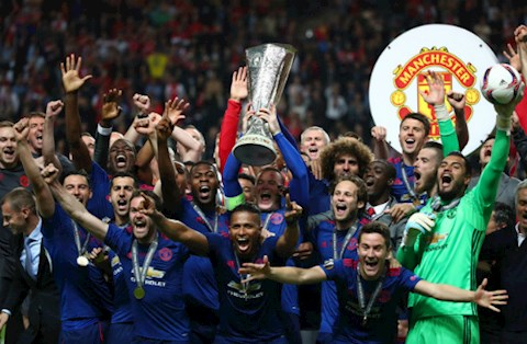 Ngay nay nam xua: Tron 3 nam Manchester United lan dau vo dich Europa League