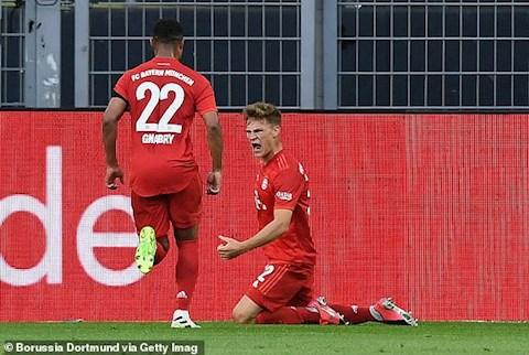 Kimmich (quy) ghi ban dep mat mo ty so cho Bayern Munich vao cuoi hiep 1