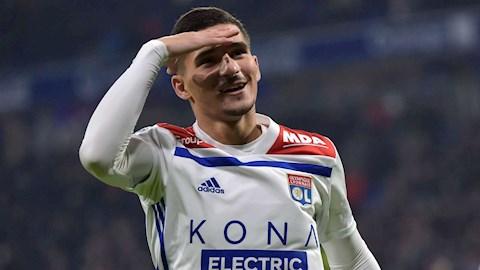 Juventus hỏi mượn tiền vệ Houssem Aouar của Lyon hình ảnh