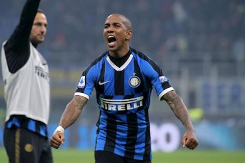 Inter Milan quyết định tương lai hậu vệ Ashley Young hình ảnh