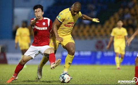 HLV Phan Thanh Hùng Ngoại binh giúp các cầu thủ Việt Nam tiến bộ hình ảnh