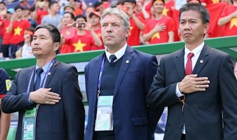 Ong Gede va HLV Hoang Anh Tuan tai U20 World Cup