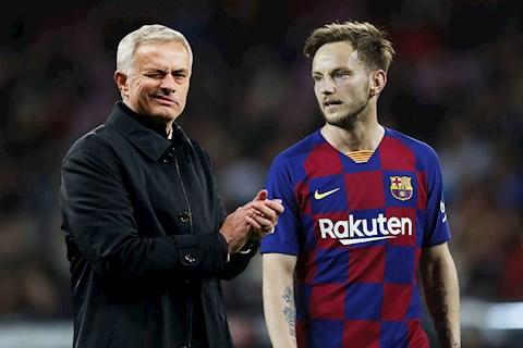 Mourinho thuyết phục tiền vệ Ivan Rakitic tới Tottenham hình ảnh