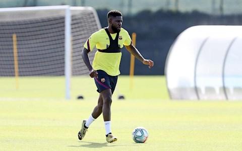 Samuel Umtiti chấn thương ngay ngày đầu tập luyện trở lại hình ảnh