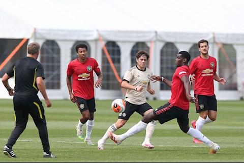 Van der Sar chỉ ra điều MU phải làm được khi bóng đá trở lại hình ảnh