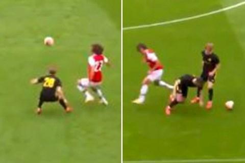David Luiz lại tấu hài, CĐV Arsenal ngán ngẩm Xuống hạng mất! hình ảnh
