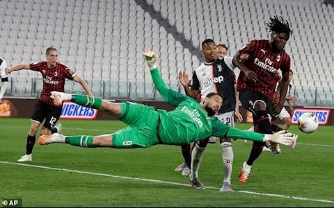 Juventus ap dao hoan toan trong thoi gian con lai cua tran dau