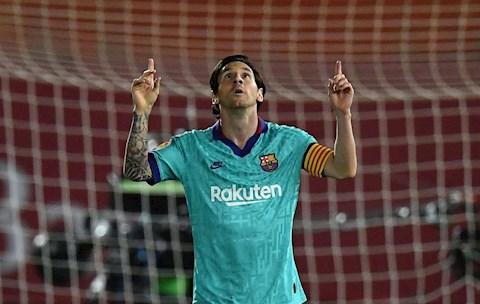Trước cột mốc 700 bàn, Lionel Messi được HLV Barca ca ngợi hình ảnh