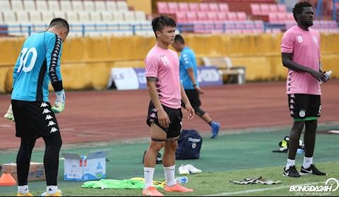 Quang Hải chấn thương không thể ra sân trong trận đấu với SLNA hình ảnh