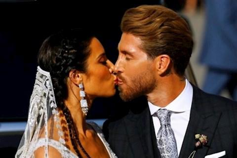 Kỷ niệm 1 năm ngày cưới, trung vệ Sergio Ramos nói gì hình ảnh