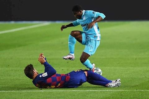 Barca vs LEganes Gerard Pique tranh bong
