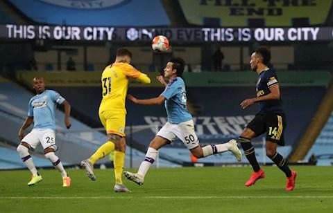 Lao ra hung bạo, thủ môn Man City khiến Eric Garcia lên cáng hình ảnh