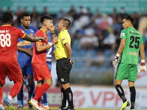 Sau dịch, các trọng tài V-League ngễnh ngãng đi nhiều! hình ảnh