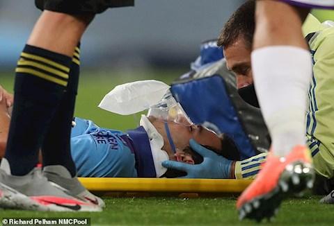 Lao ra hung bạo, thủ môn Man City khiến đồng đội lên cáng, thở oxy hình ảnh 3