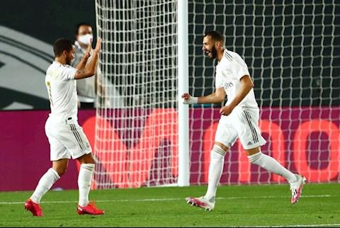 Benzema vs Hazard da tao ra ban dau tien cho Real Madrid