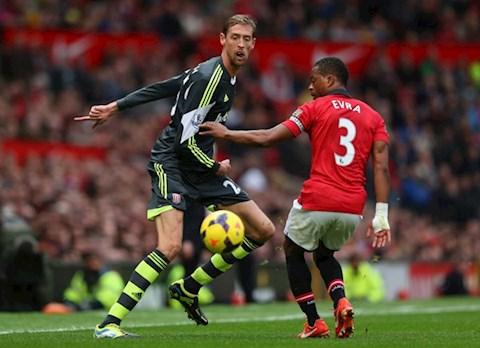 Tiền đạo Peter Crouch tiết lộ mối thâm thù giữa MU và Liverpool hình ảnh
