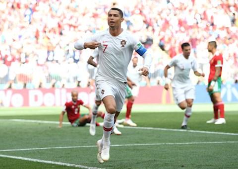 Ngày này năm xưa Ronaldo xô đổ kỷ lục ghi bàn của Pukas hình ảnh