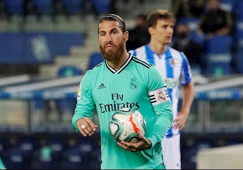 Sergio Ramos lap cong tren cham 11m, dua Real Madrid vuon len