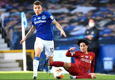 Everton vs Liverpool Minamino va Digne
