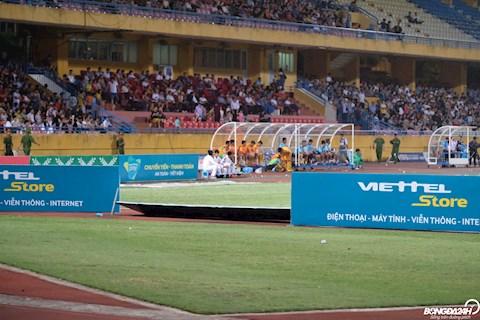 Trận Viettel vs Thanh Hóa đổ mưa lớn, biển quảng cáo thi nhau đổ  hình ảnh
