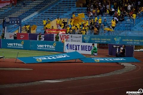 Trận Viettel vs Thanh Hóa đổ mưa lớn, biển quảng cáo thi nhau đổ rạp hình ảnh 2