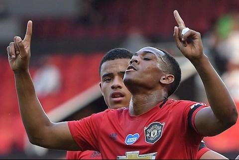 Martial lap hat-trick truoc Sheffield United