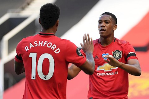 Bo doi Rashford vs Martial toa sang da bai Sheffield