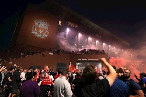 CDV Liverpool an mung chuc vo dich 4