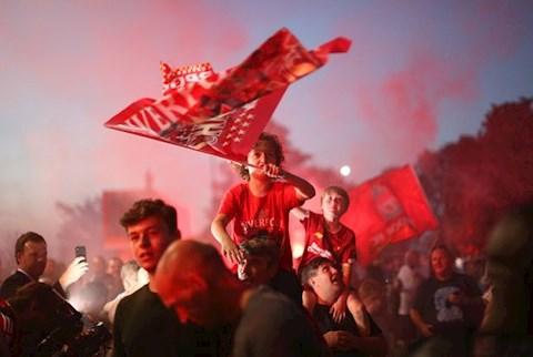 CDV Liverpool an mung chuc vo dich 6