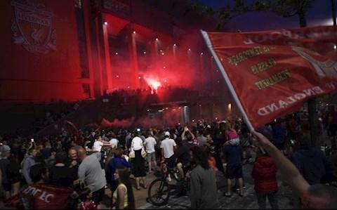 CDV Liverpool an mung chuc vo dich 7