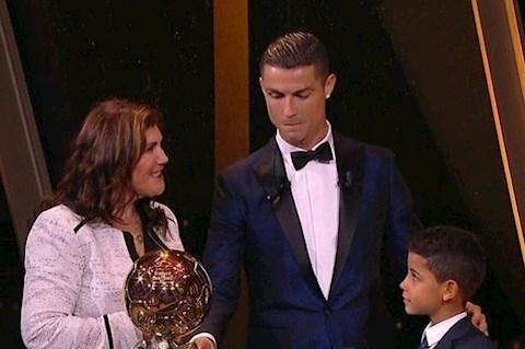 Con trai Cristiano Ronaldo tròn 10 tuổi, bà nội gửi lời chúc hình ảnh