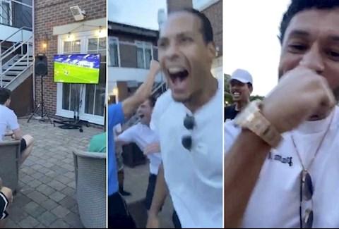 Video Willian ghi bàn, cầu thủ Liverpool vui sướng hình ảnh