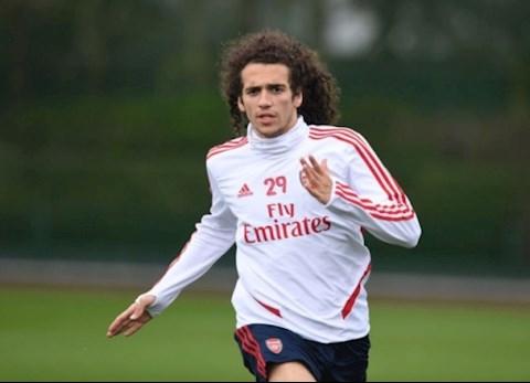 Guendouzi vang mat trong chien thang cua Arsenal truoc Southampton